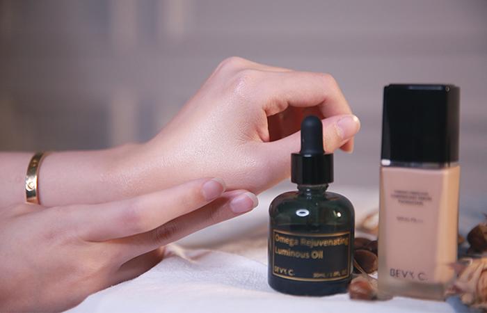 精華油加入美容油 妝感服貼 持妝一整天
