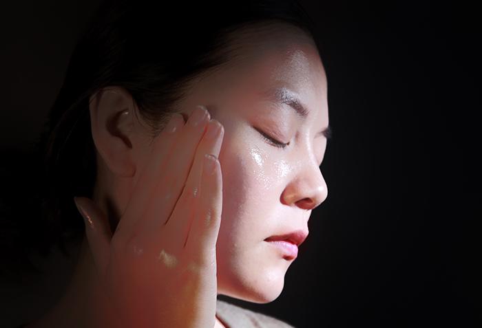 醒膚輕油保養 彈力澎潤定妝效果