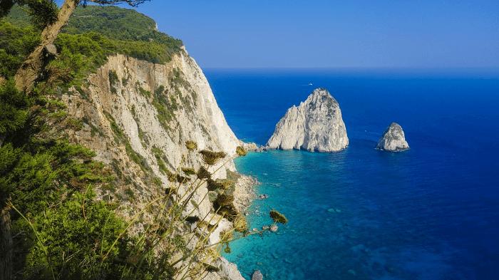 法國西部尖角狀的布列塔尼海岸